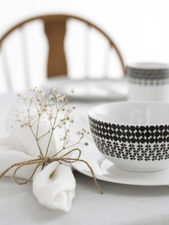 Nimes White Linen 4-Piece Napkin Set