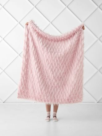Lyanna Pink Throw